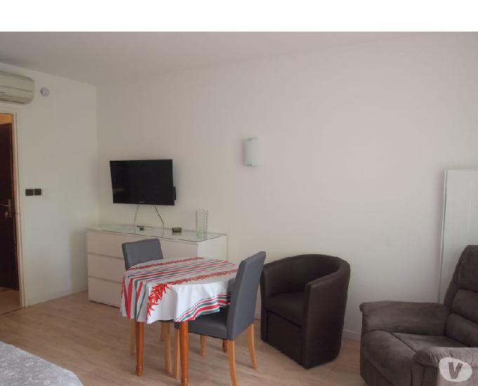 A louer appartement 26 m2 avec terrasse couverte et piscine