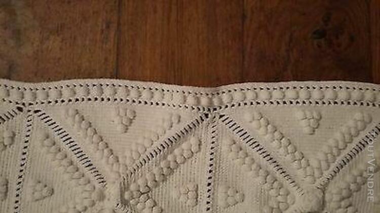 Ancien dessous de lit jeté de canapé en crochet coton