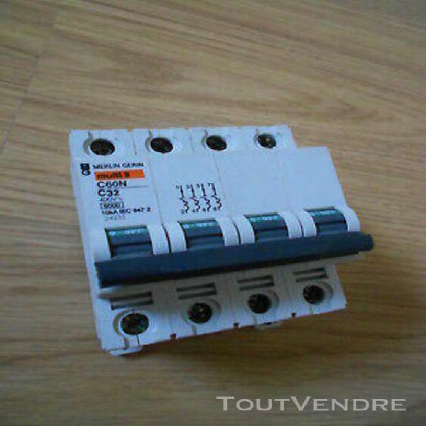 Disjoncteur merlin gerin, c 32 ampères 4 poles ref: 24231