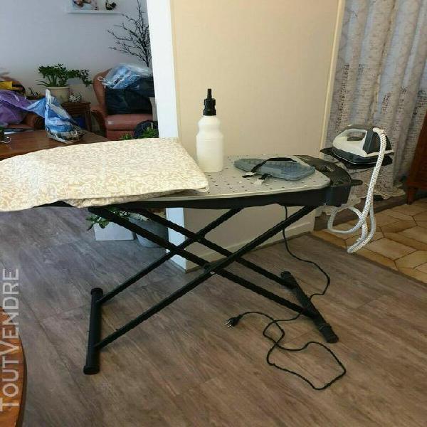 Table a repasser soufflante et aspirante avec son fer vapeur