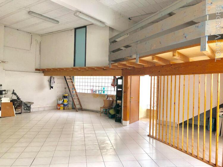 Pour collectionneur ou artisan: spacieux garage avec logeme