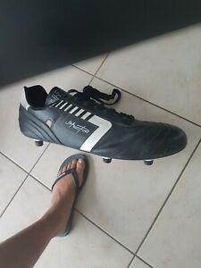 Chaussure geante cuir crampons football vintage line 7