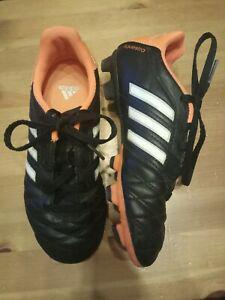 Chaussures adidas a crampons foot p32 noires et orange