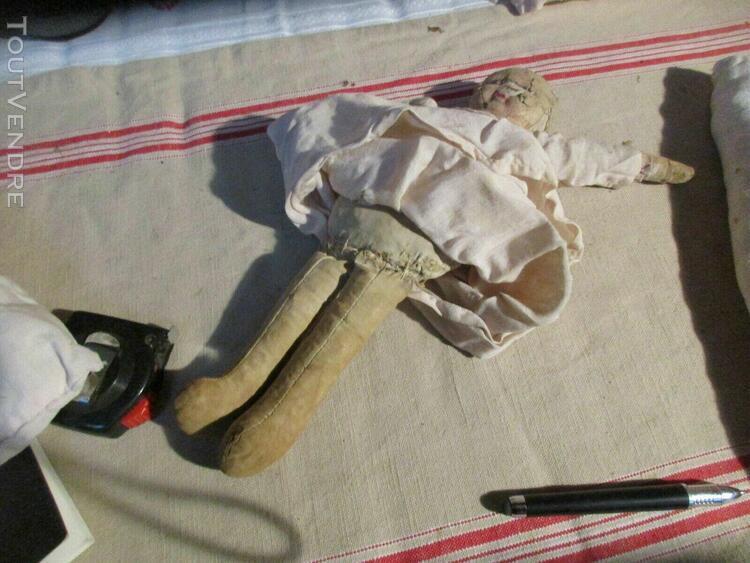 Ancienne poupée chiffon et carton avec son lit sortie de