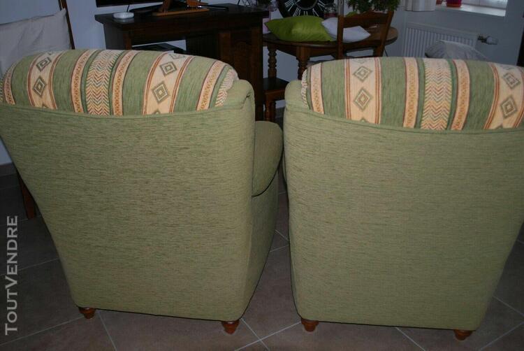 fauteuils en tissu vert amande cadre en merisier