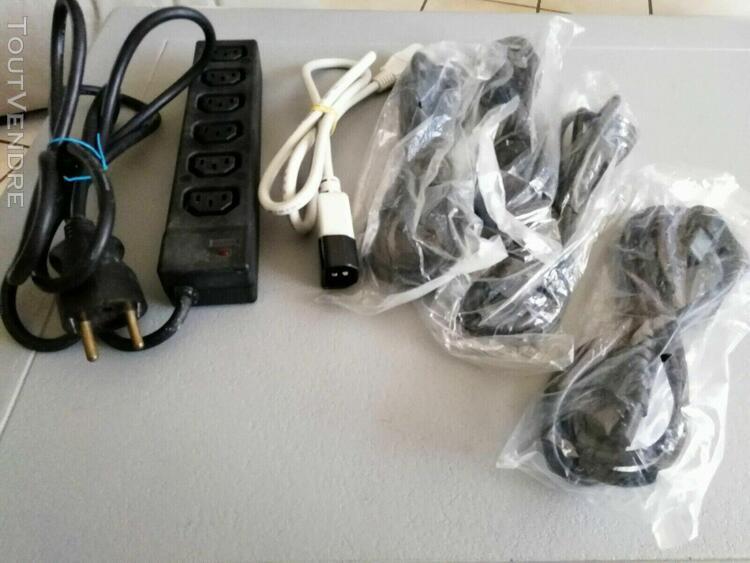 Multiprise pour équipements informatiques avec connecteurs
