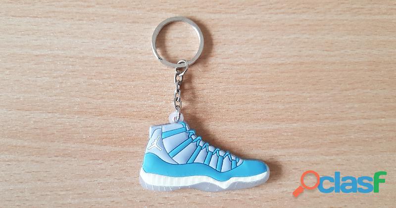 Porte clé basket sneakers jordan bleu blanc gris transparent