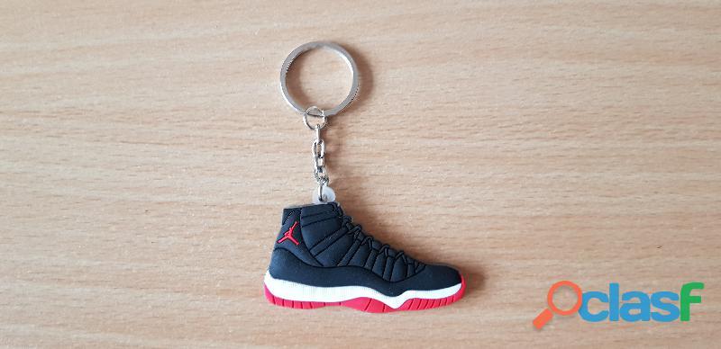 Porte clé basket sneakers jordan noir blanc rouge