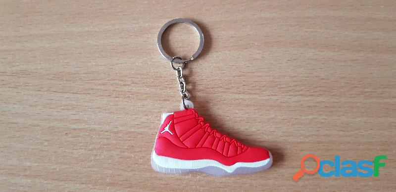 Porte clé basket sneakers jordan rouge blanc transparent