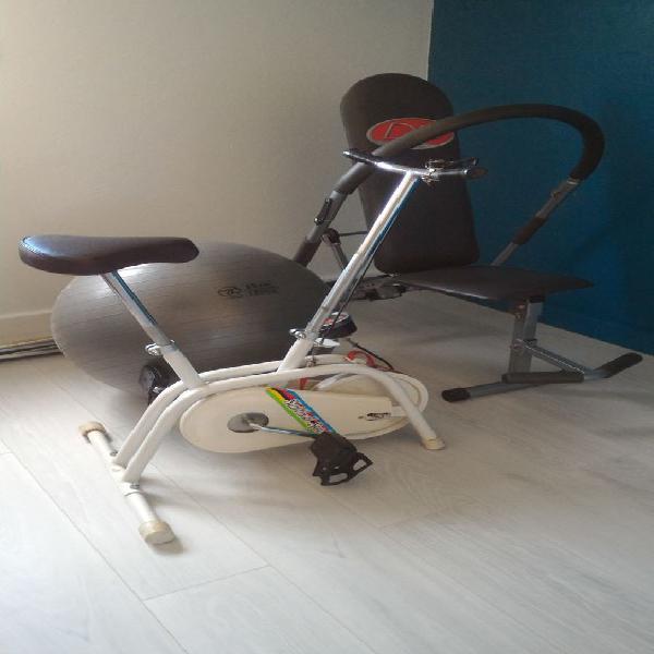 Vélo d'appartement,ballon et banc de musculation. occasion,