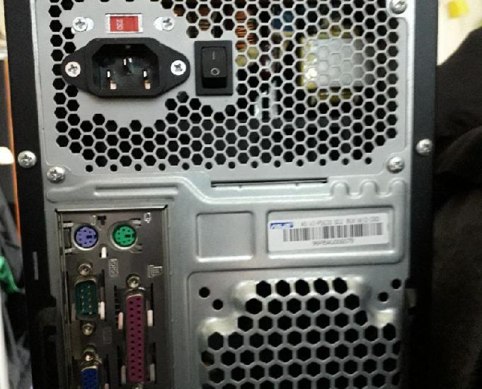 Ordinateur asus avec ecran clavier et souris