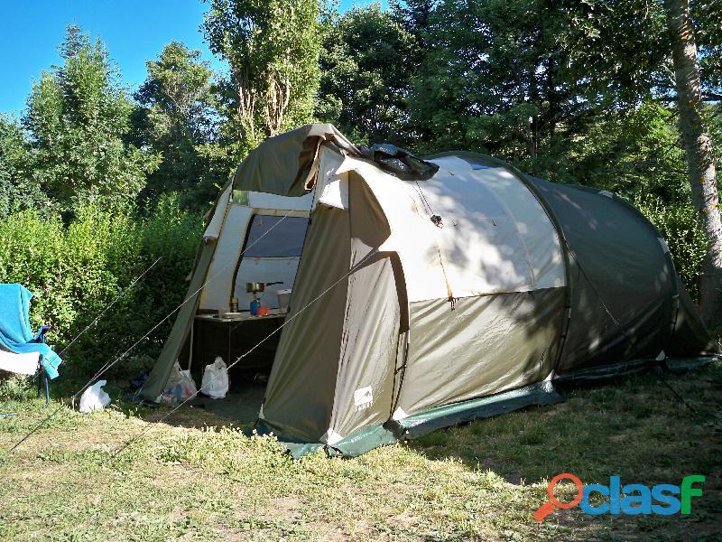 Tente de camping jamet pacific 4. ayant servi 4 semaines, donc en excellent état.