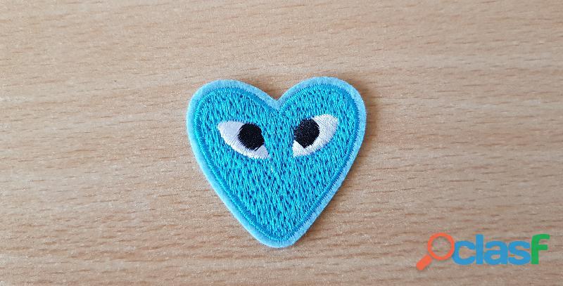 Ecusson brodé cœur bleu + yeux 4x4 cm thermocollant