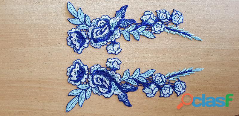 Ecusson decoration paire de fleur brodée bleu, blanc 28x11 cm a coudre