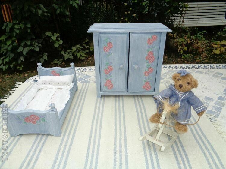 Chambre de poupée lit literie armoire patinée