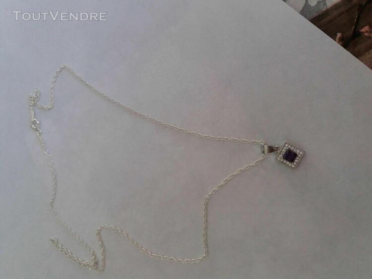 Collier argent vaec pendentif carre et pierre violette au ce