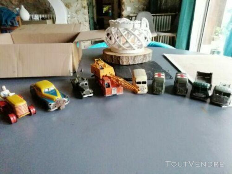 Lot voitures et camions miniatures anciens dinky toys joustr