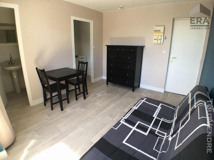 Studio meuble a louer - blois - refait a neuf, poss. box fer