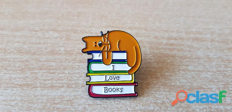 Badge broche pins pin's en métal émaillé chat et livre i love book
