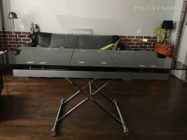Table modulable avec rallonge intégrée. metal et verre. a