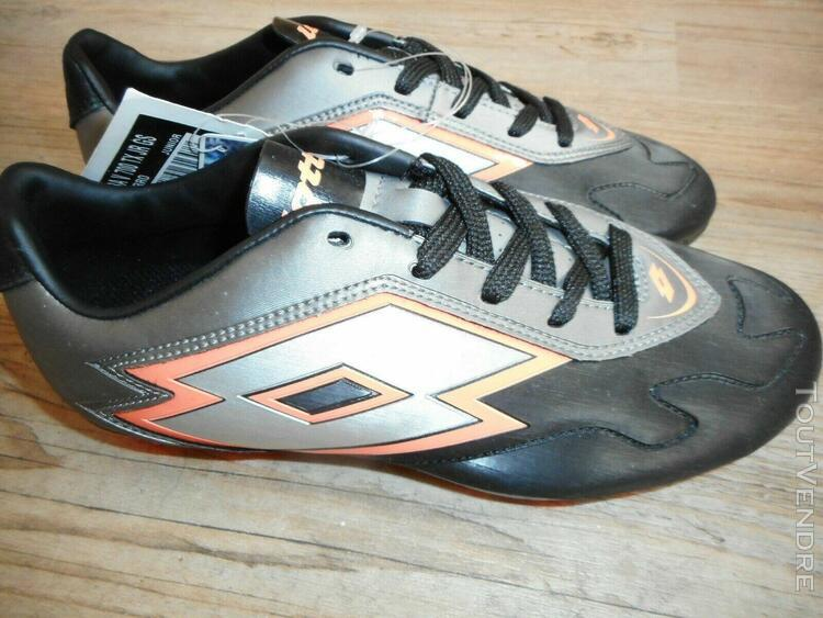 Lotto chaussures de foot crampons moulés neuf 38