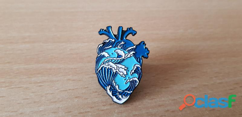 Broche badge pins pin's coeur et vague japonaise