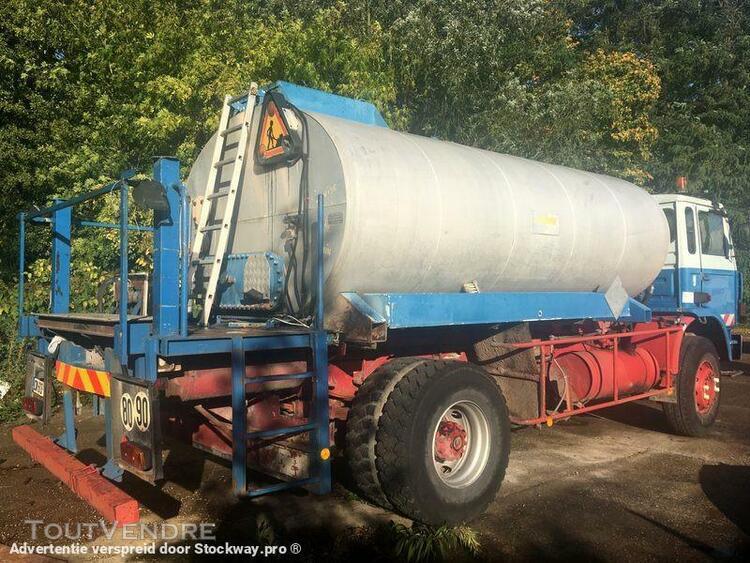 Camion (ptac > 3,5 t) citerne à produits chimiques -