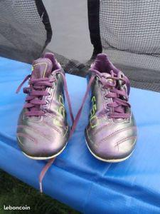 Chaussures de foot adidas violette taille 33 (f50)