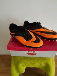 Chaussures nike de foot t 37 1/2 crampons moulés