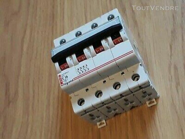disjoncteur legrand 16 ampères 4 poles ref: 07685