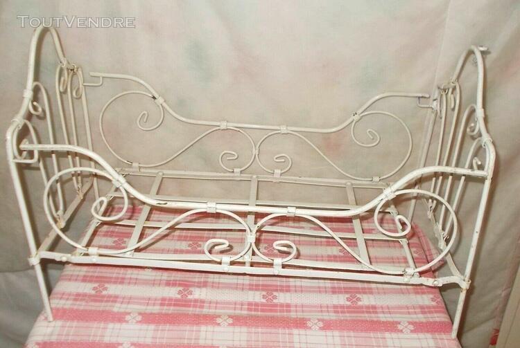Ancien petit lit cage fer forgé de bébé ? poupée ou