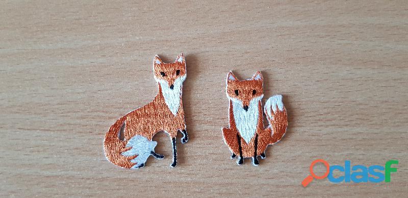 2 petits ecussons brodés paire de renard 5x3 cm et 4x3 cm thermocollant
