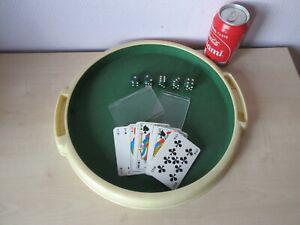 plateau de jeux+jeu de 32 cartes+5 dés en bois.