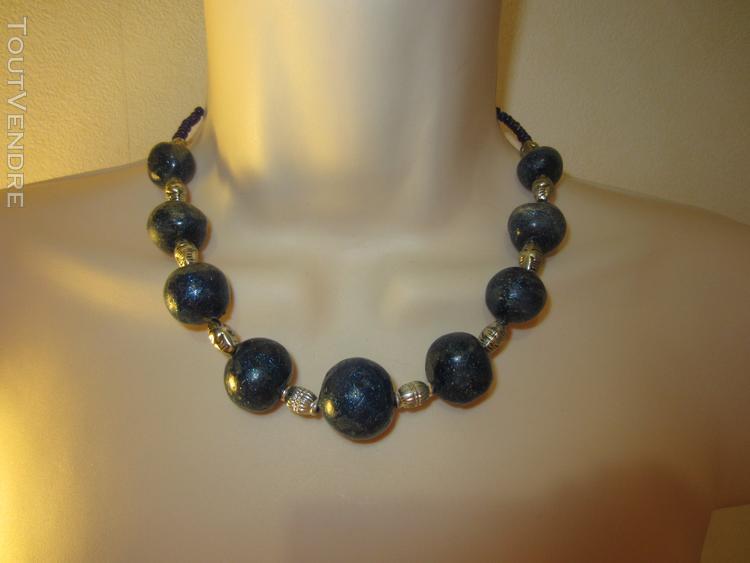 Collier bleu avec perles en pâte fimo