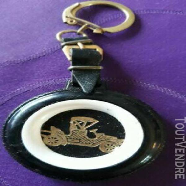 porte-clés chocolat cardon cambrai roue de secours
