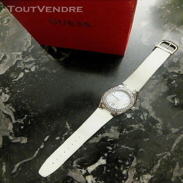 Montre by guess femme bracelet cuir blanc cadran rehaussé