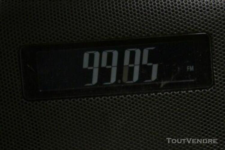 Occasion: poste radio reveil, affichage lcd, 40 memoires -