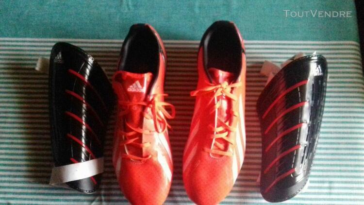 Chaussures foot adidas f50 t. 44 2/3 + protège - tibias.