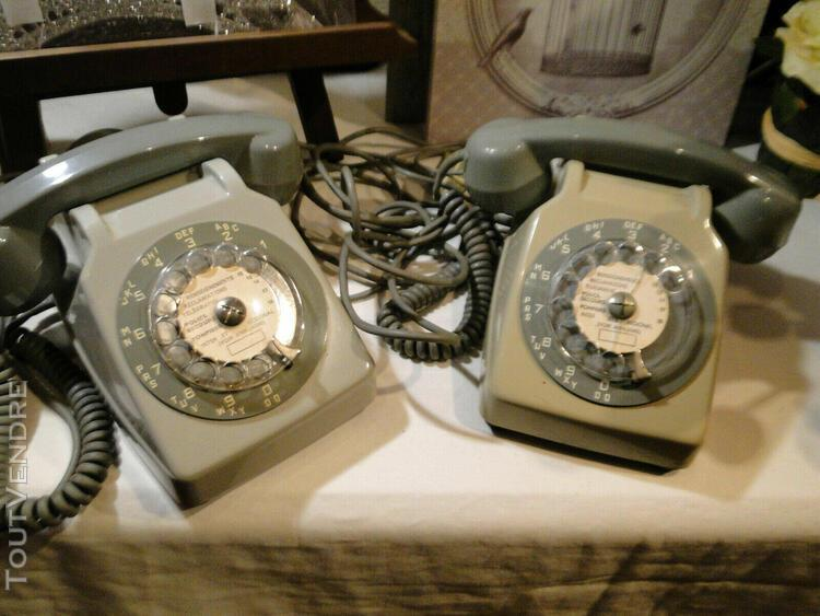 Vintage telephone filaire