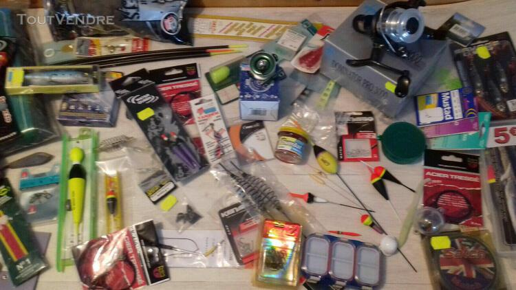 Lot revendeur de 100 articles de pêche neufs de marques
