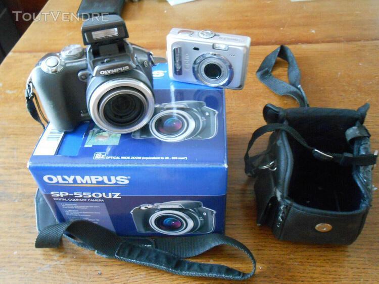 Deux appareils photos numériques