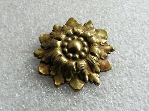 1 ancien cache clou en bronze en forme de noeud très bon état