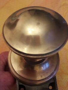Ancienne poignee ronde en laiton avec sa serrure et