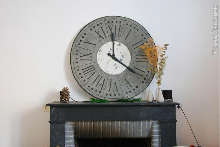 Horloge industrielle extra large 90 cm de couleur gris et
