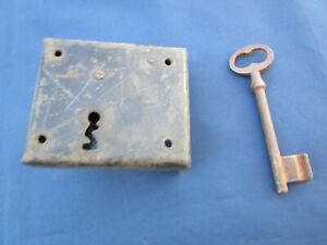 Serrure clef 2 tours fer ancienne porte droite 9,5 x 8 cm