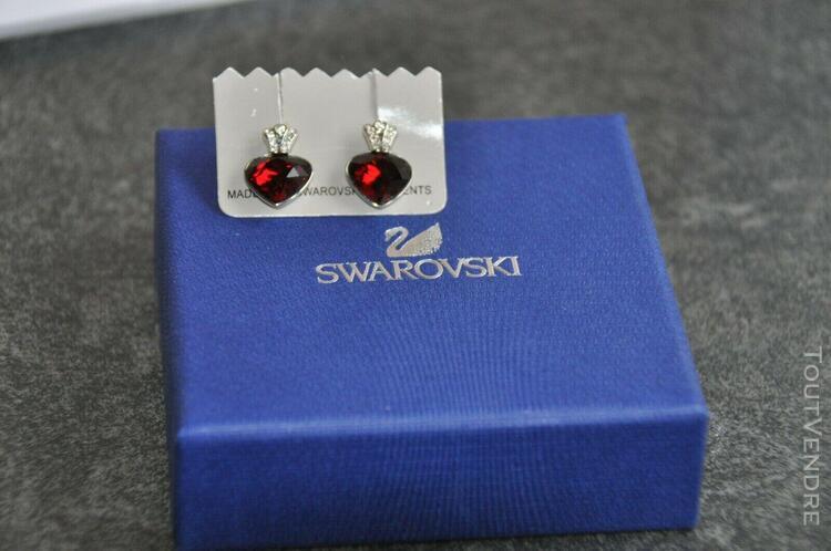 Boucles oreille argentées et coeur rouge swarovski