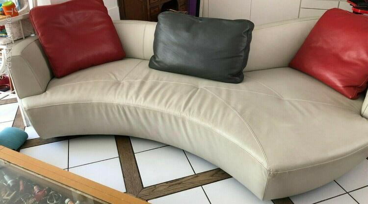 canapé design de roche bobois en cuir clair, modèle