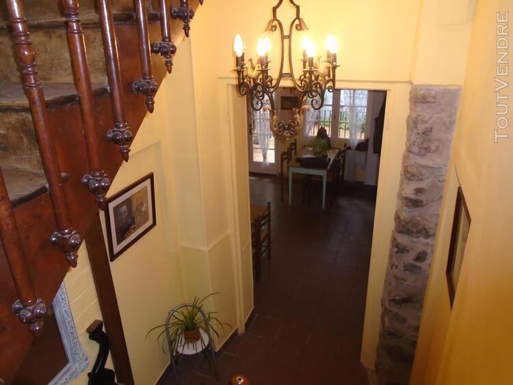 Ensemble immobilier 5 chambres d'hôtes en plein centre