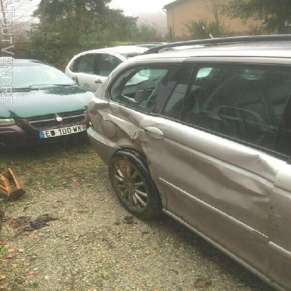 voiture jaguar x type estate 2d accidentée