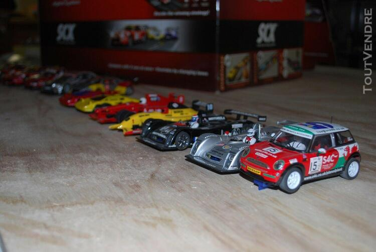 Scalextric. 2 circuits routiers d'automobiles miniatures,6.1